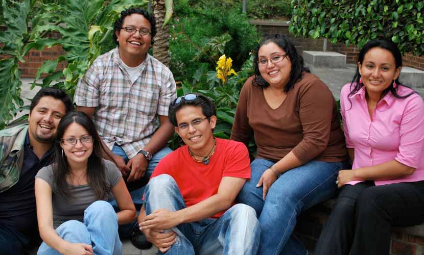 hispanic-friends-830